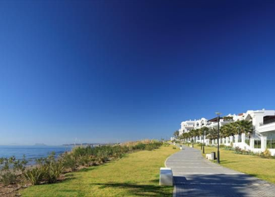 Thumbnail Apartment for sale in Estepona, Málaga, Spain