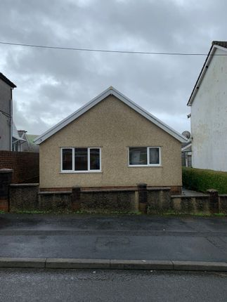 Thumbnail Bungalow to rent in Walter Road, Ammanford