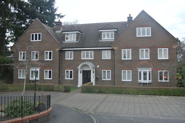 Thumbnail Flat to rent in Frensham Road, Farnham