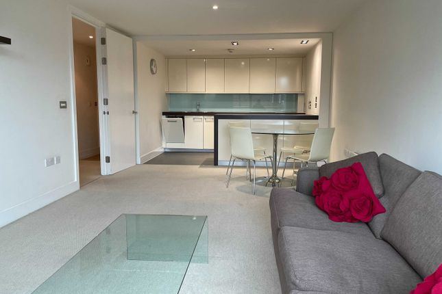Thumbnail Flat to rent in Empire Square, London