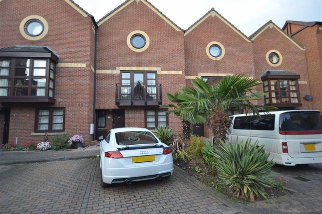 Thumbnail Property for sale in Wellowgate Mews, Grimsby