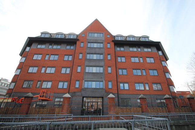 Thumbnail Flat to rent in Verona Apartments, Wellington Street, Slough