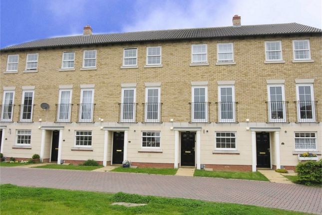 Thumbnail Town house to rent in Orchard Way, Lower Cambourne, Cambourne, Cambridge