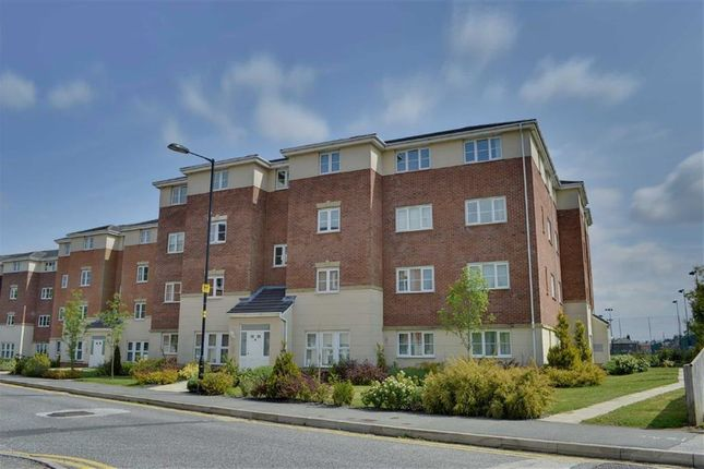 Thumbnail Flat to rent in Ledgard Avenue, Leigh, Lancashire