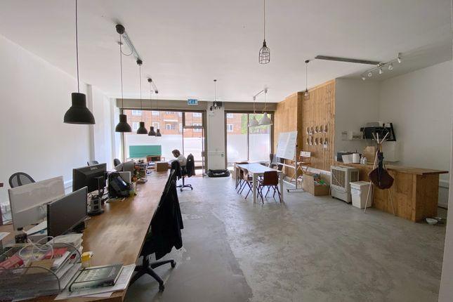 Office to let in Spelman Street, London