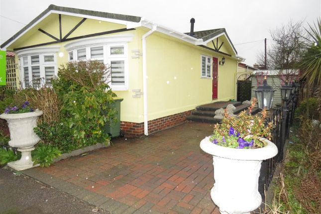 Thumbnail Mobile/park home for sale in Dome Caravan Park, Lower Road, Hockley