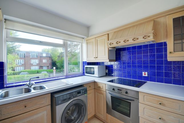 Thumbnail Flat to rent in Hollyoak, Eastbury Avenue, Northwood, Middlesex
