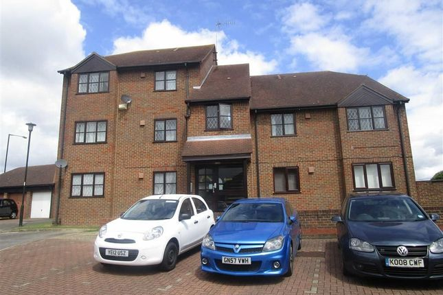Thumbnail Flat to rent in Raleigh Close, Cippenham, Berkshire