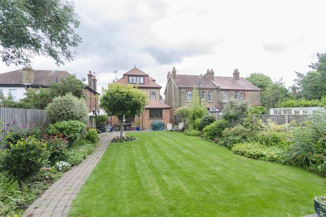 Thumbnail Detached house for sale in Park Avenue, Enfield