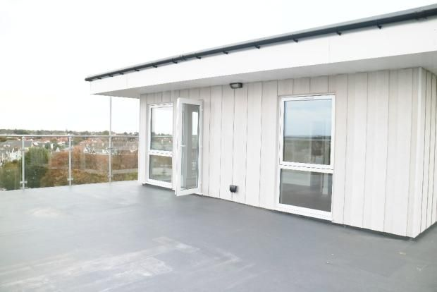 Thumbnail Flat to rent in Canarvon Road, Clacton On Sea