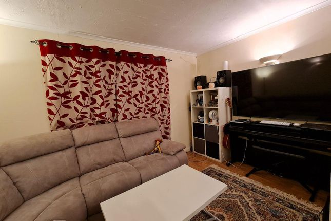 Flat to rent in Pavillion Way, Edgware
