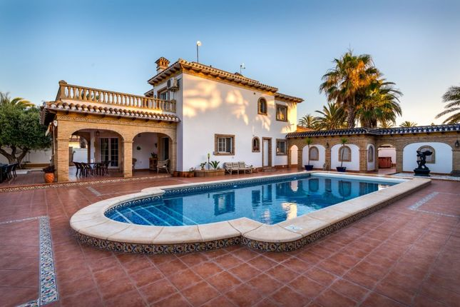 Thumbnail Villa for sale in 03300 Cabo Roig, Spain