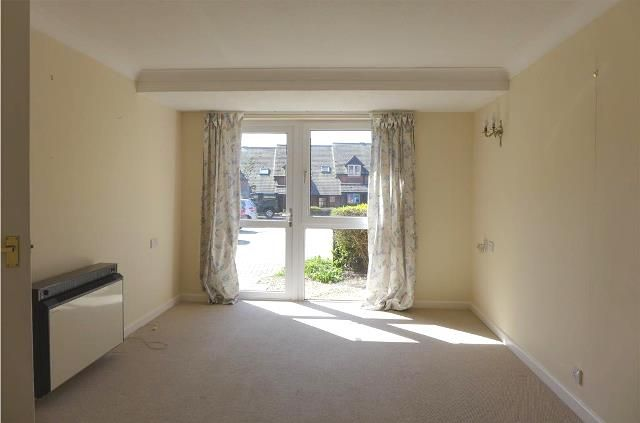 Thumbnail Flat to rent in Homebredy House, East Street, Bridport, Dorset