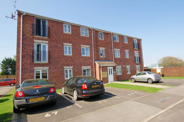 Thumbnail Flat to rent in Heather Gardens, North Hykeham, Lincoln
