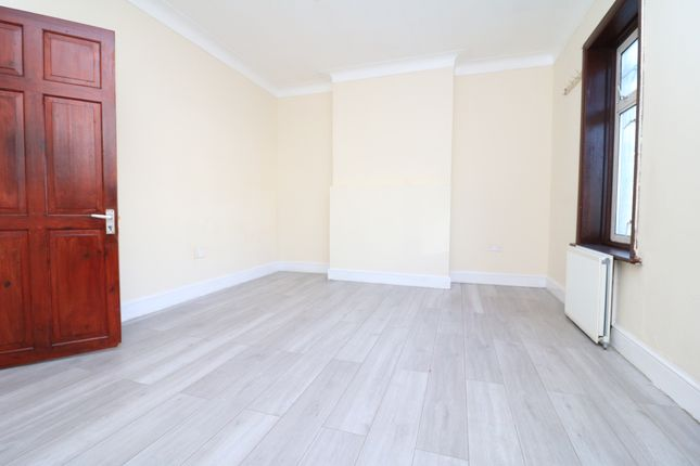 Thumbnail Shared accommodation to rent in High Street North, London