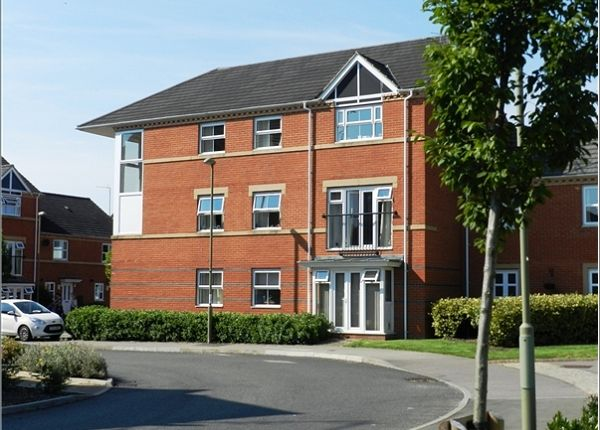 2 bed flat to rent in Alma Road, Banbury OX16