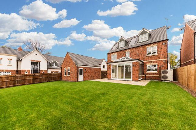 Carriage close nottingham ng3 5 bedroom detached house for Carriage homes for sale