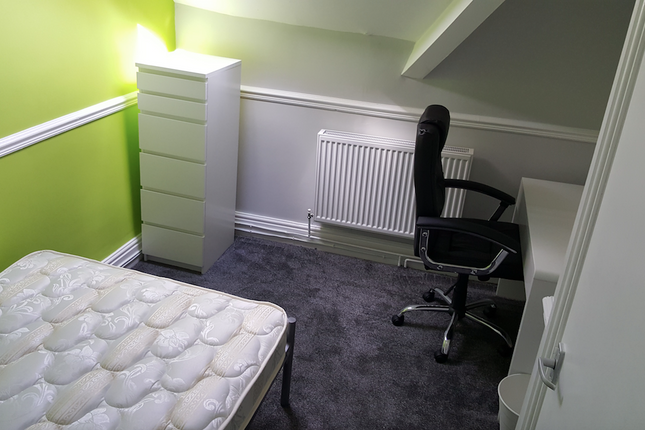 Thumbnail Shared accommodation to rent in Uplands Crescent, Uplands