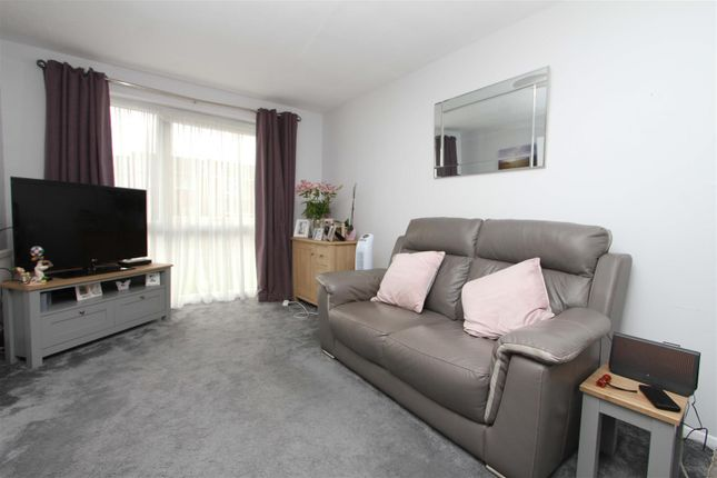 Living Room of Cranston Close, Uxbridge UB10