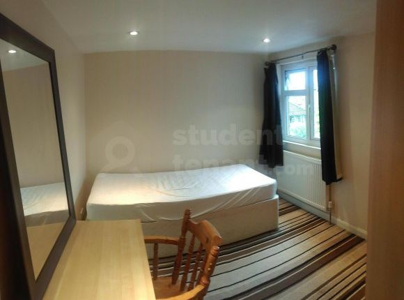 Thumbnail Shared accommodation to rent in Chase Road, Epsom, Surrey