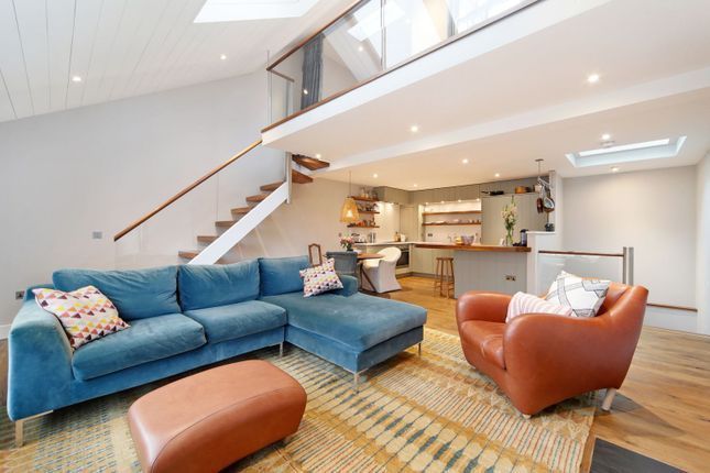 Thumbnail Property to rent in Wellington Close, London