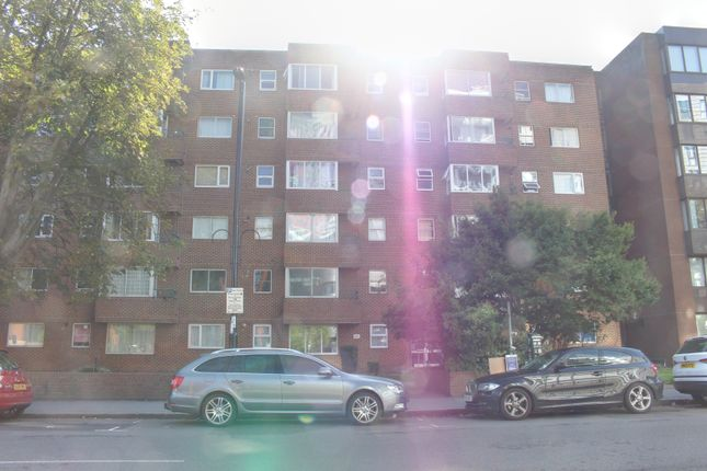 Flat to rent in Dingwall Road, East Croydon