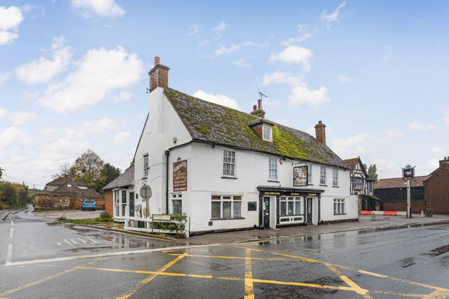 Thumbnail Pub/bar for sale in London Road, Teynham, Sittingbourne