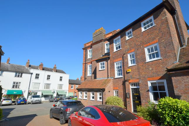 Thumbnail Flat to rent in High Street, Amersham