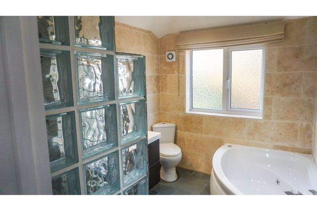 Bathroom of Highters Heath Lane, Hollywood, Birmingham B14
