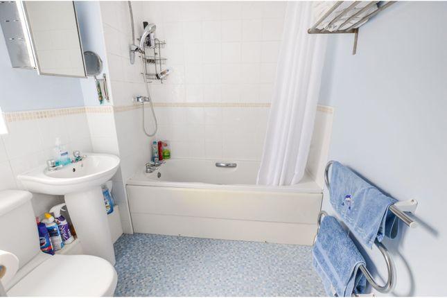 Family Bathroom of Malvern Drive, Rotherham S66
