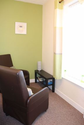Thumbnail Flat to rent in Broadway, Chadderton, Oldham