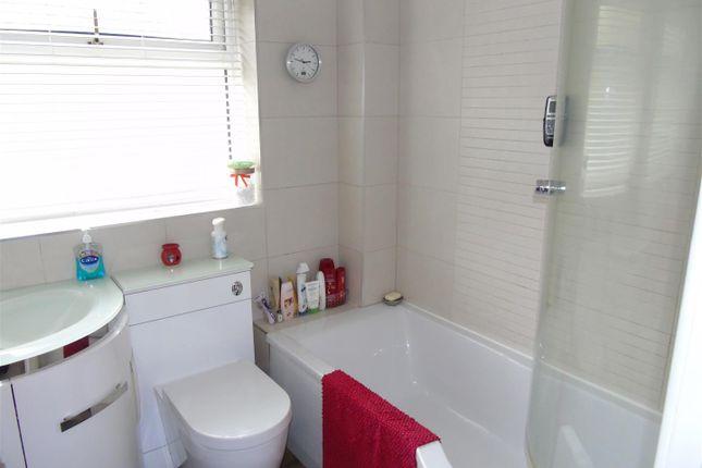 Bathroom of Lytham Close, Liverpool L10