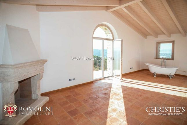 Luxury Farmhouse With Panoramic View For Sale In Umbria