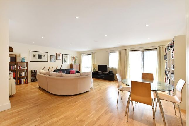 2 bed flat for sale in Goodhart Place, London