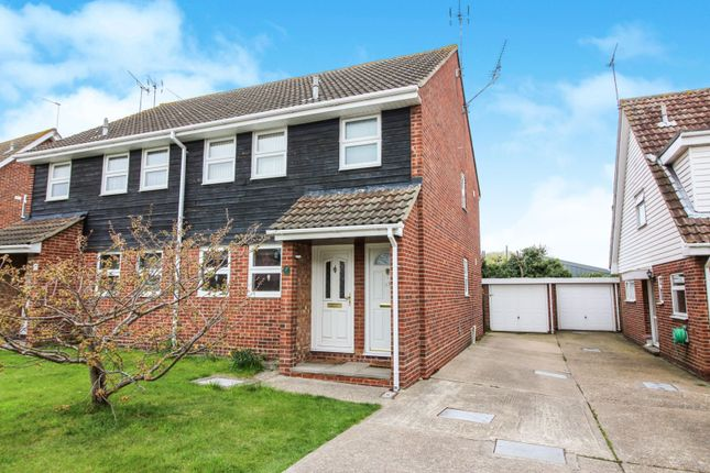 Thumbnail Flat for sale in Broadlands, Benfleet