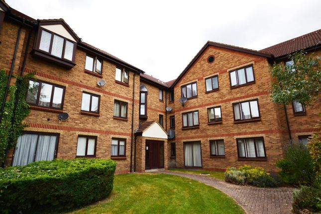 Flat to rent in Deanery Close, East Finchley