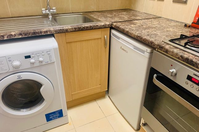 Thumbnail Flat to rent in Olive Grove, Harringay