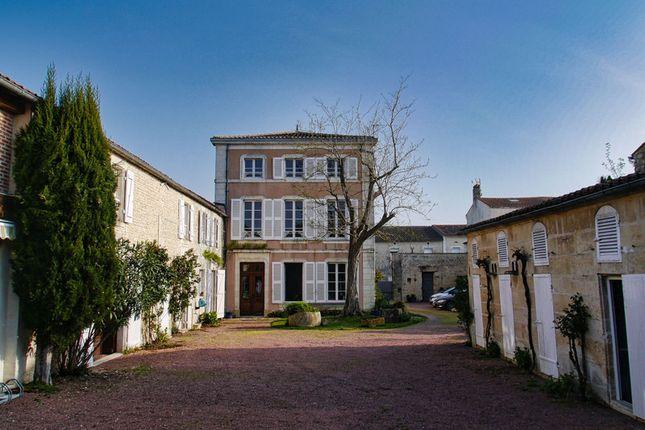 Thumbnail Villa for sale in Courçon, Charente-Maritime, Nouvelle-Aquitaine