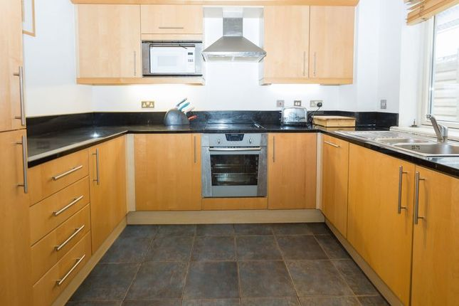 Thumbnail Flat for sale in Gainsborough House, Canary Wharf