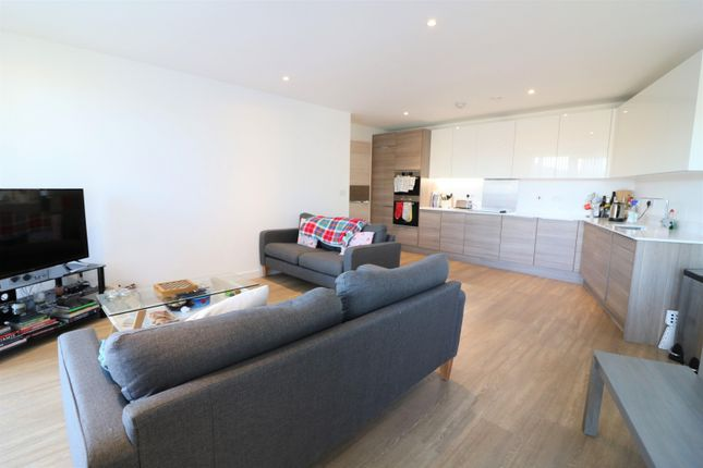 Thumbnail Flat to rent in Marine Wharf, Whiting Way, Surrey Quays, London