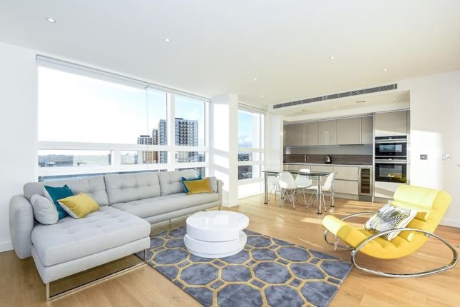 Thumbnail Flat to rent in Holland Park Avenue W11,