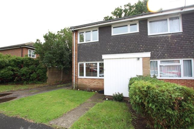 3 bed end terrace house to rent in Fircroft Close, Woking