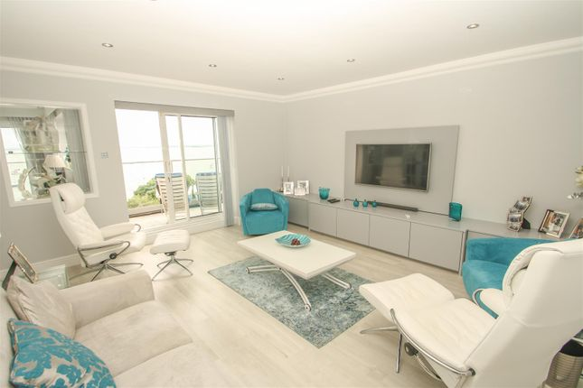 Lounge/Bedroom 2 of Grand Parade, Leigh-On-Sea SS9