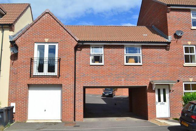 2 bed flat to rent in Hen And Chickens Field, Wincanton