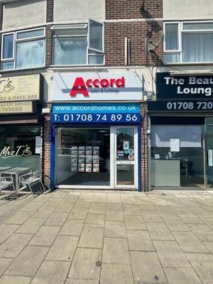 Thumbnail Retail premises to let in Pettits Lane North, Romford, Romford, Essex
