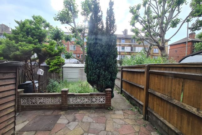 Thumbnail Flat to rent in Frankland Close, London