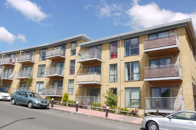 2 bed flat to rent in Cedarwood Place, Sidcup DA14
