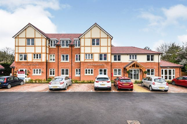 Thumbnail Flat for sale in Laindon Road, Billericay