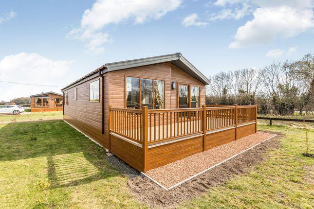 Thumbnail Mobile/park home for sale in Oakmere Park, Hanley Swan, Worcester