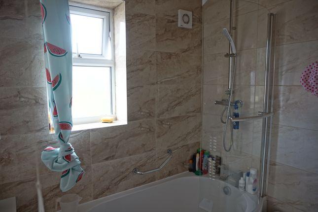 Bathroom of Barbara Avenue, Leicester LE5